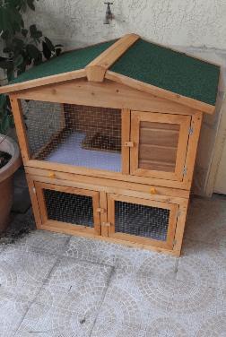 clapier à lapin homcom sur terrasse